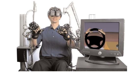 Dispositivo aptico CyberForcecomposto da un esoscheletro poggiato direttamente al suolo, [www.immersion.com](www.immersion.com)